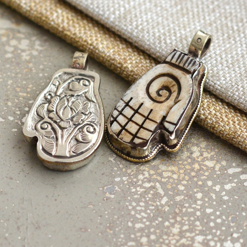 Indian handcarved soapstone pendant ~ single heart design