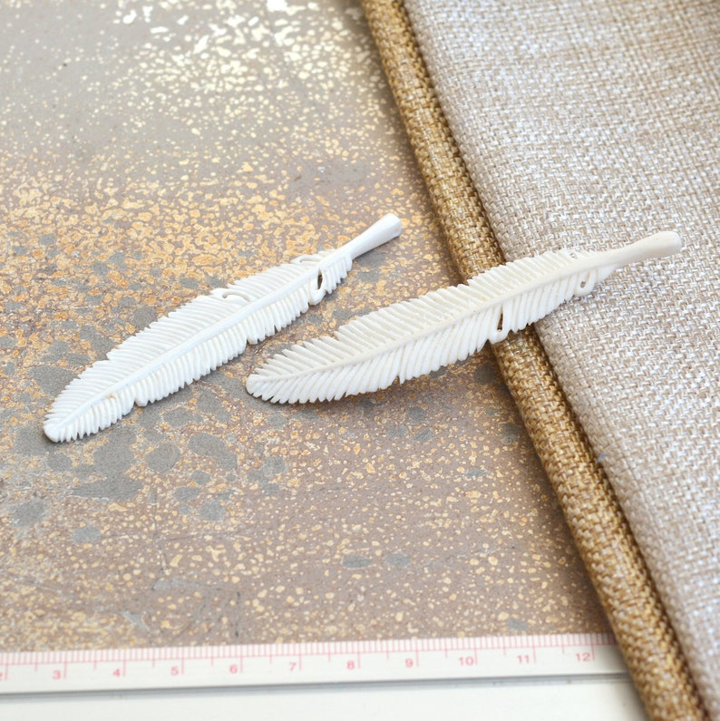 Cow Bone Carving Pendant 1-80mm Long Carved Bone Feather Pendant Bohemian Bone Jewelry 3 14 Long WYN17-1208C White Bone Feather