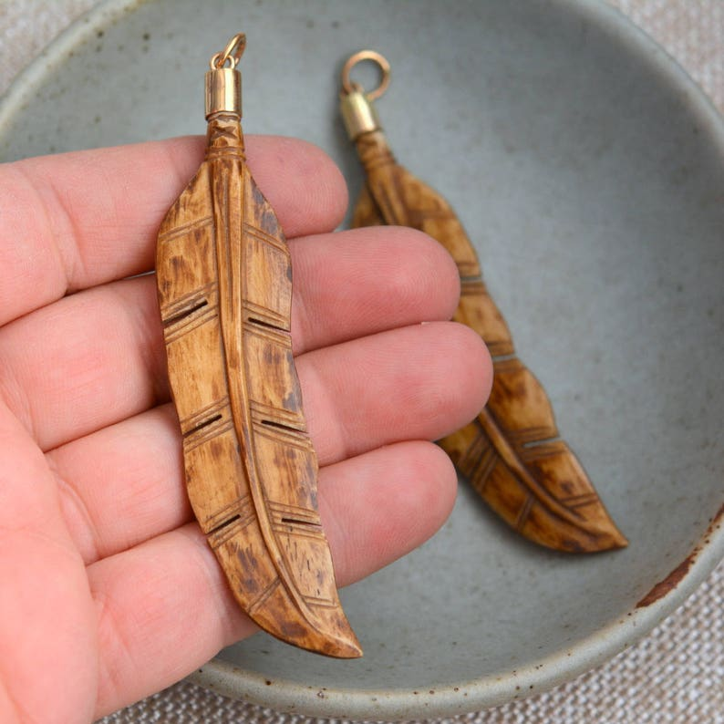 Brown Bone Feather Carving Stained Bone Natural Bronze Cap 1-80mm Long Carved Bone Feather Pendant BS17-1104B Bone Jewelry