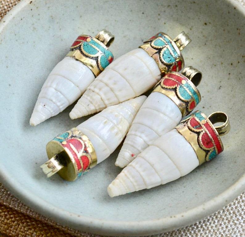 Tibetan Jewelry Nepal Pendant Bohemian Jewelry 1-45mm Long Tibetan Shell Pendant Brass Inlay Turquoise Inlay Coral Inlay FOZ170210Q