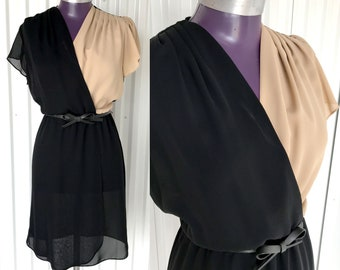 Beautiful VINTAGE 1970s Faux Wrap Dress with Bow Belt — S/M