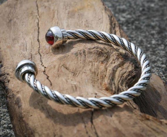 Alesia zilveren twisted armband met rode granaat almandine etsy