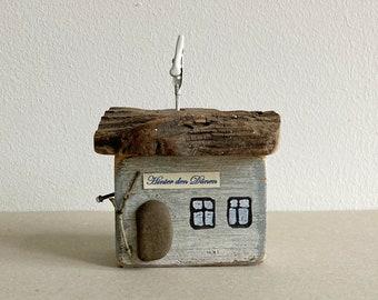decorative wooden house made from driftwood grey 8 cm