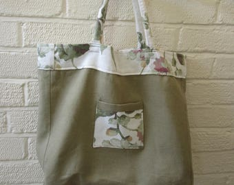 Very pretty,Large,vintage style shopping bag,tote,holdall,floral lined,padded handles,pocket,shabby chic,country,wedding