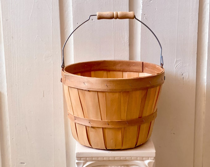 Woven Bucket Planter found by Willabird Designs Vintage Finds