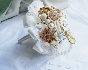 Brooch bouquet, brides bouquet pearl bouquet,gold brooches, wedding bouquet, bouquet, broach bouquet, mini bouquet, wedding posy, bridesmaid