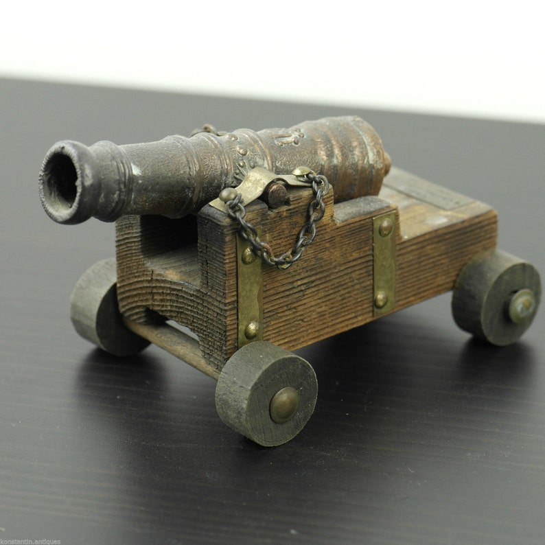 Vintage model Antique cannon statue Canon Marina Espanola Siglo XVIII