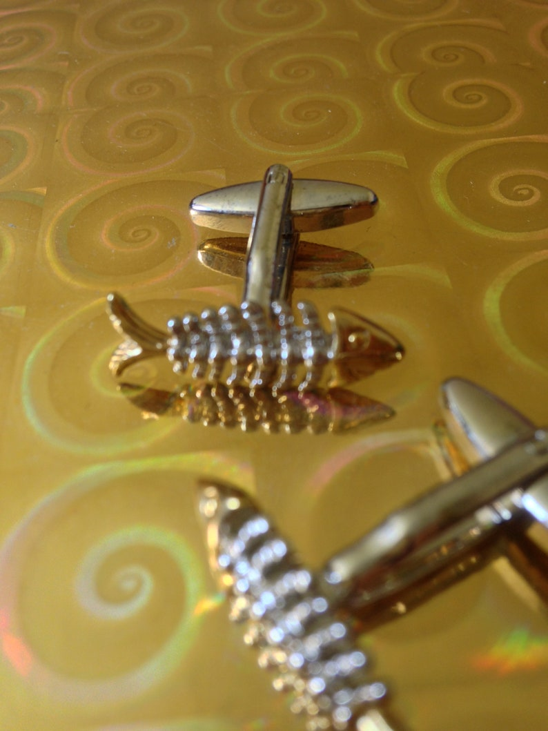 Vtg 90/'s AVANT GARDE silver and golden tone metal FISH cuff links