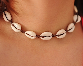 How to Look Great in a Shell Necklace