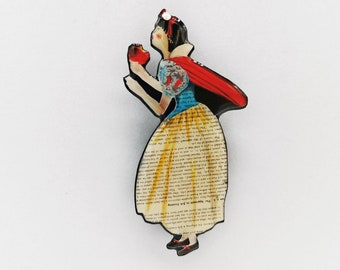 Snow White brooch made in resin from unique paper collage – Handmade in Italy –