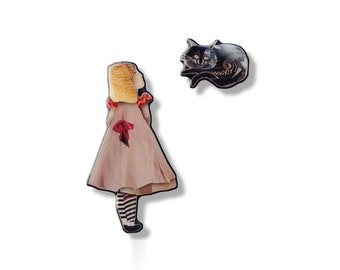Alice and the Cheshire Cat brooch made in resin from unique paper collage – Handmade in Italy –
