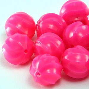 #UP656 4 Pcs 15mm x 19mm Pink Vintage Lucite Oval Bead