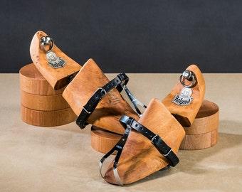 Leather single toe straps