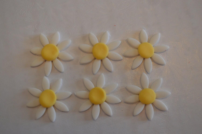12 Small Fondant Daisies For Cake Decorating Fondant Daisies Etsy