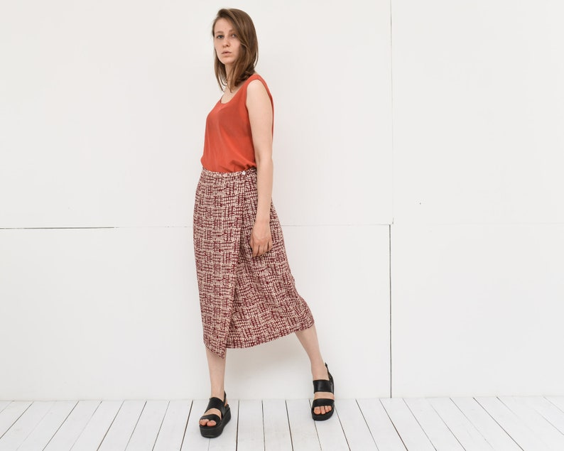 89a48239ac93 Vintage wrap midi skirt red beige abstract print easy summer