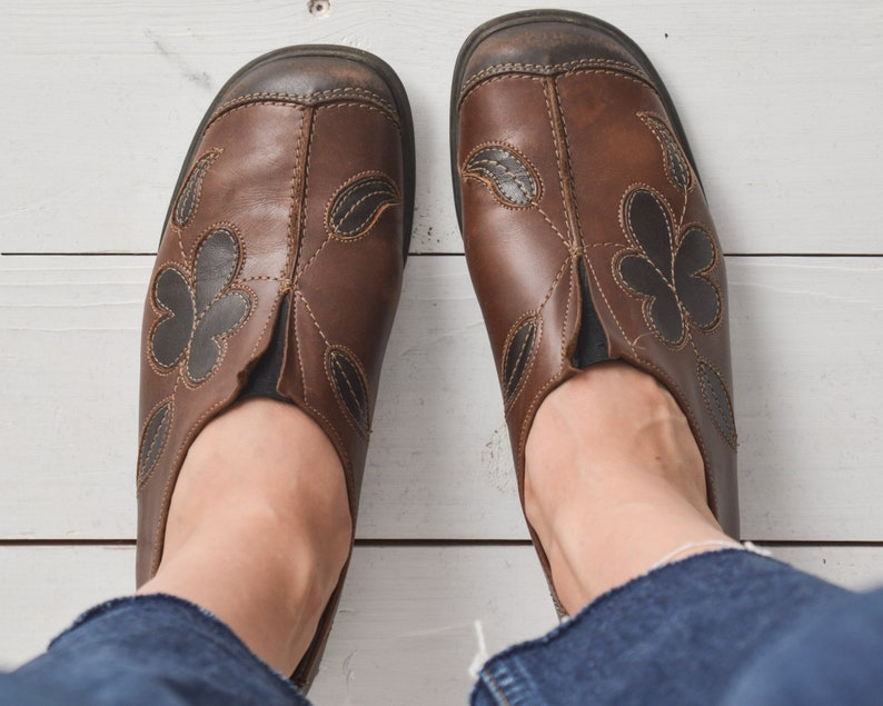 best loved b1a4d a6602 Vintage brown leather shoes flower applique lofters size 37 loafers shoes  from 70s by REMONTE