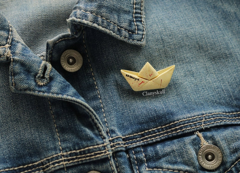 It brooch. SS Georgie. SS Georgie paper boat. Pennywise pin. image 0
