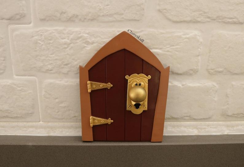 Alice in Wonderland doorknob. Adornment Alice in wonderland. image 0