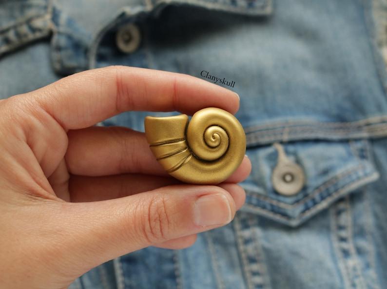 Shell brooch. Ursula shell. Ursula brooch. Disney brooch. image 0