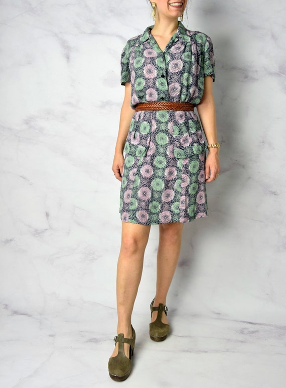 1940s Chrysanthemum Print Cold Rayon Day Dress 31… - image 9