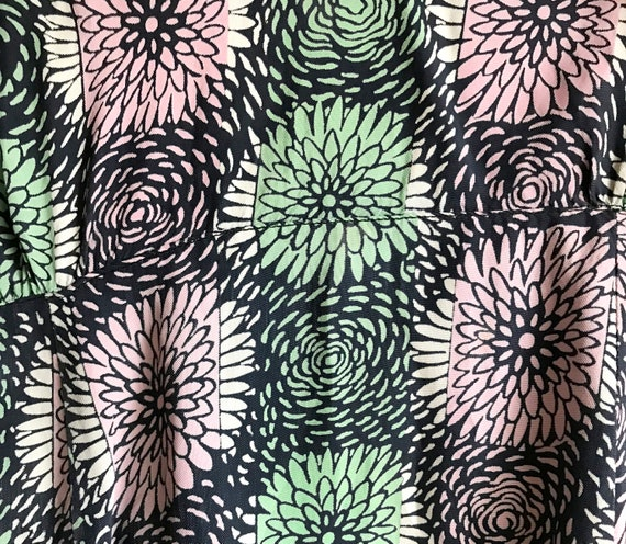 1940s Chrysanthemum Print Cold Rayon Day Dress 31… - image 10