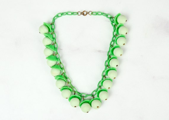 1940s Celluloid and Wood Novelty Necklace in Lime