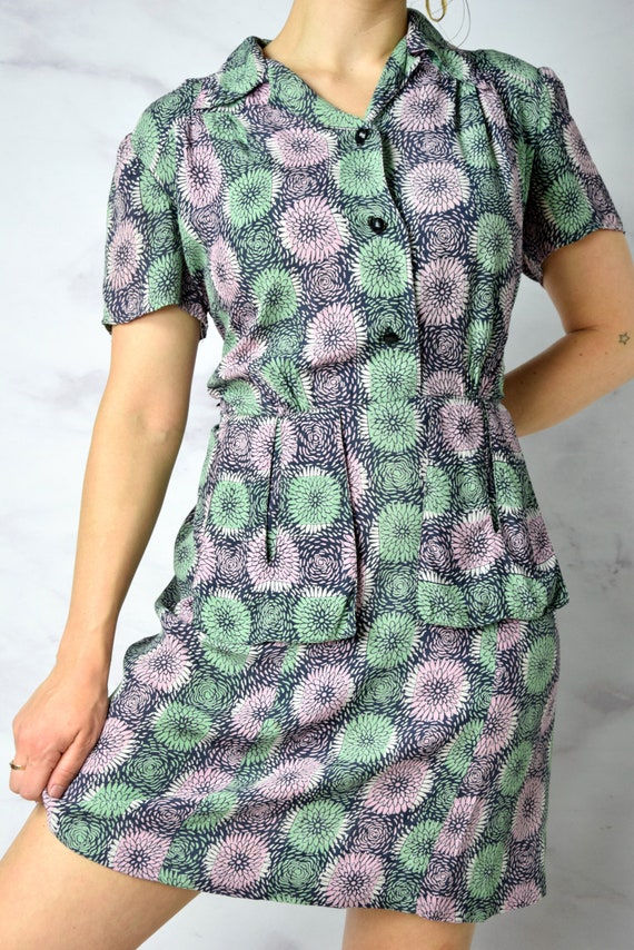 1940s Chrysanthemum Print Cold Rayon Day Dress 31… - image 5