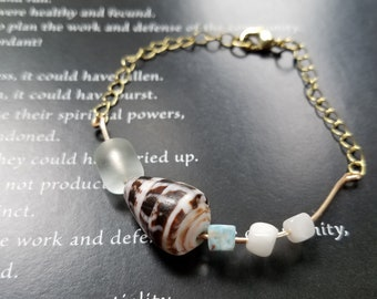 Sea Shell Chain Bracelet with Sea Glass and Glass beads. Hawaiian Jewelry. FOR HER