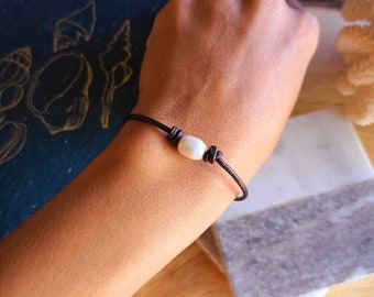 Genuine Cowrie Shell Leather NecklaceBracelet Hawaiian Sea Shell Genuine Leather Seashell Jewelry Beach Jewelry.