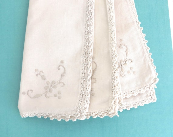 6 large ecru linen napkins with embroidered corner and crochet lace edging, hand made, mid 20th century