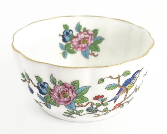 Small Aynsley bowl with Pembroke pattern, white bone china with flowers and a bird, ribbed sides, gilt trim, flowers inside bowl, 1980s