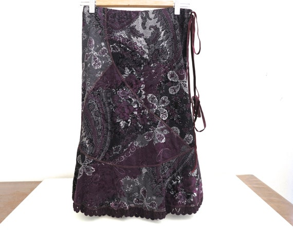 Sandro Ferrone velvet skirt, purple / grey / black pattern, ribbon and lace trim, lined, made in Italy, small size, size 42 Italian, 1990s
