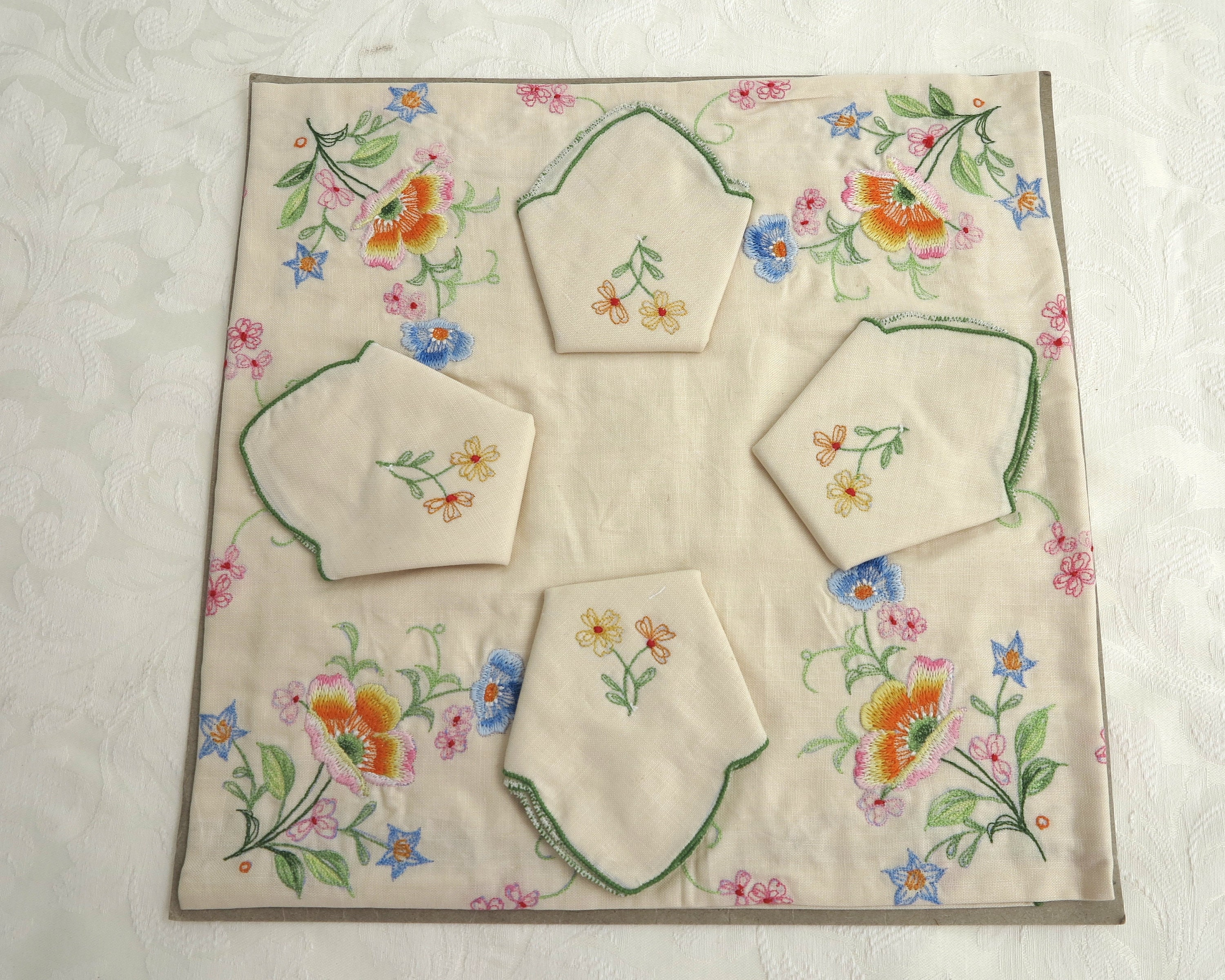 Embroidered Supper Cloth And 4 Napkins Floral Embroidery All Cotton Vintage Dead Stock 90 X 90 Cm 35 5 X 35 5 Inches Circa 1980s