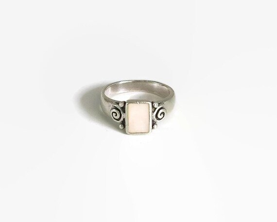 Sterling silver and mother of pearl ring, bezel stting with curlicue overlay on the sides, size M.5 / 6.5, 4.5 grams