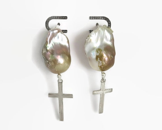 Baroque pearl and sterling silver cross earrings, hook earrings, golden Baroque pearls, vintage crosses, 16 grams