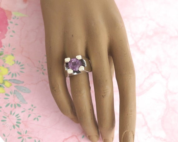 Sterling silver amethyst ring with large amethyst in modernist elevated setting, statement ring, 13 grams, size U / 10, 1970s