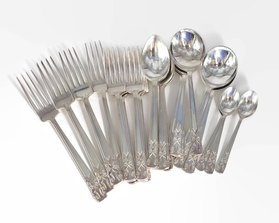 Vintage silver plated part cutlery set, 27 forks and spoons, formal floral pattern, Grosvenor of Australia, Gretel pattern, 1970s