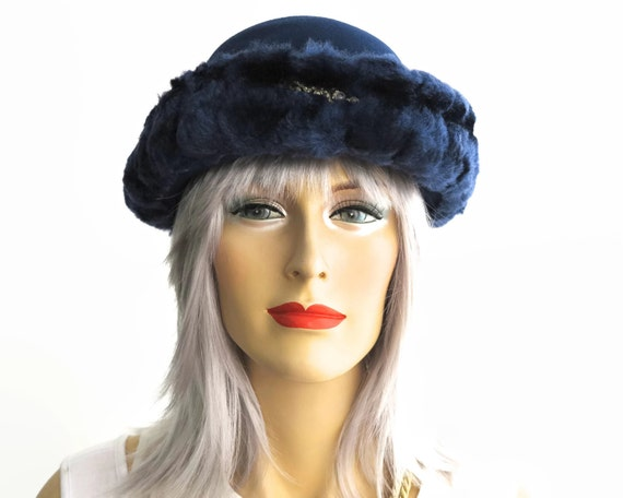 Vintage hat, dark blue wool felt and faux fur, front turned up brim, smaller size, 21-22 inches / 53-56cm, circa 1960s