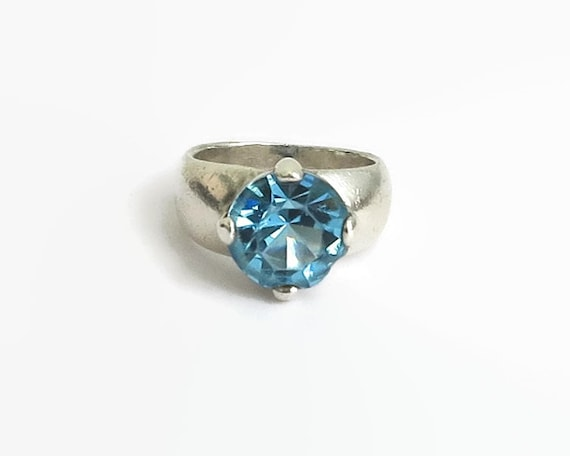 Sterling silver blue topaz ring, very large faceted topaz in elevated setting, size O / 7.25, 9.5 grams