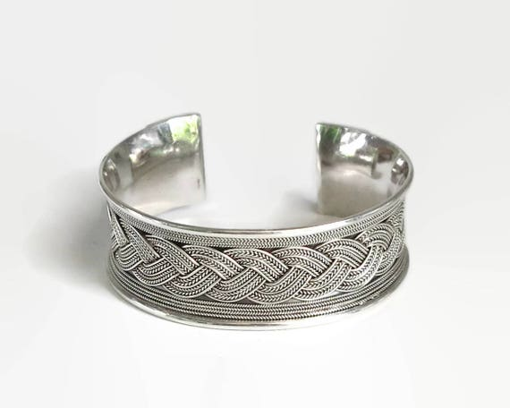 Sterling silver cuff bracelet with braided overlay on the band, heavy and wide, Boho bracelet, stamped 925, 51.42 grams, adjustable cuff