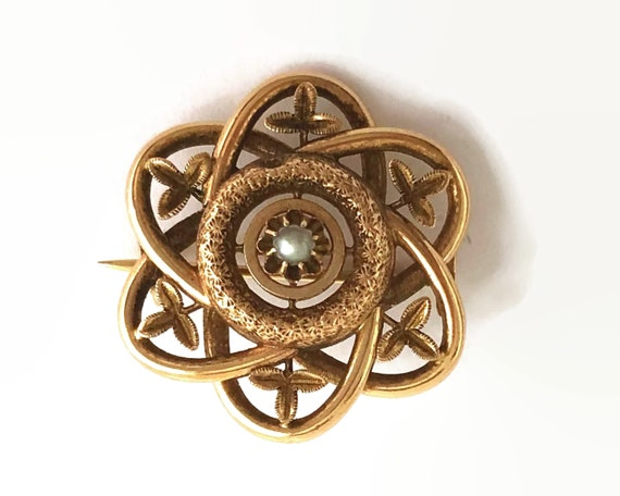 Antique 14 carat rose gold flower brooch with central pearl, stamped 585, Edwardian, exquisite workmanship, 3 grams