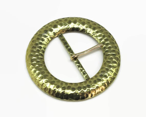 Large gold metal belt buckle with tongue, circle, hammered metal finish, very decorative, 1980s