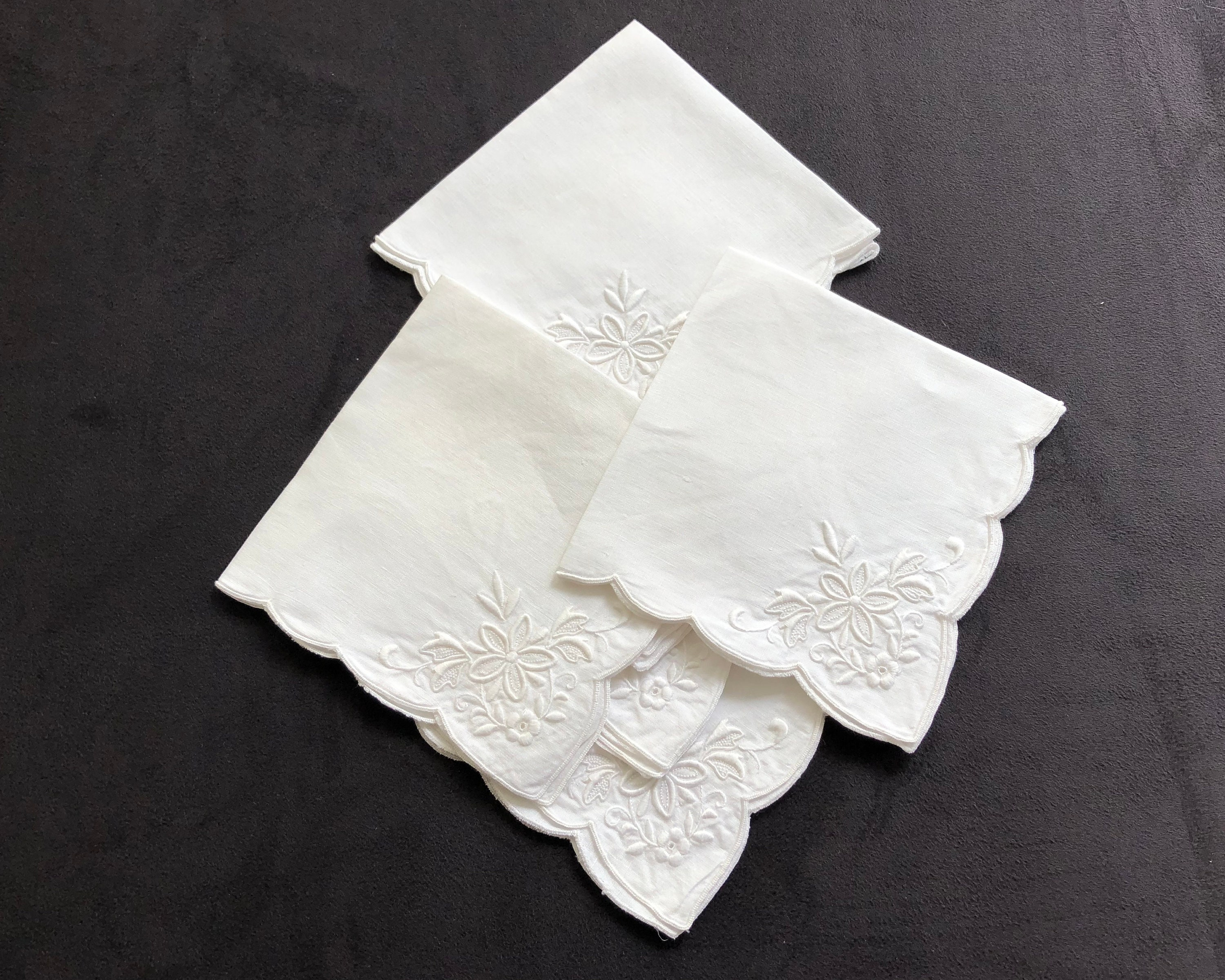 6 Vintage White Linen Embroidered Napkins Scalloped Edge Floral Embroidery 11 Inches 28cm Square