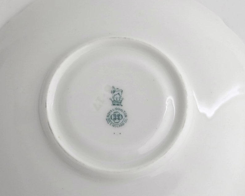 Antique Royal Doulton Coaching Days saucer 1905-1922 pattern number E3804