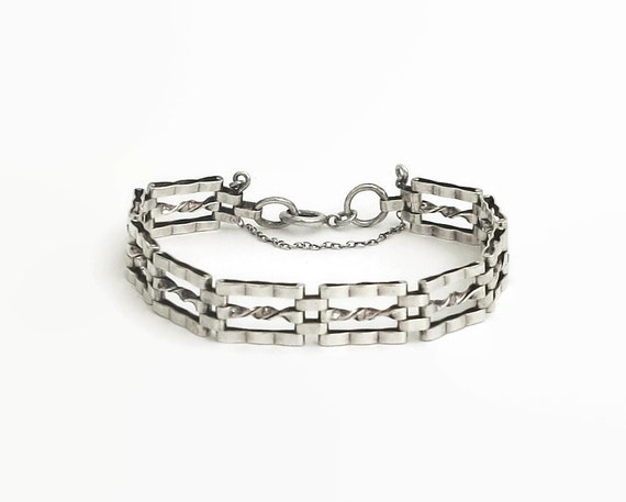 Sterling silver gate link bracelet with safety chain, British sterling, 8 inches / 20.5cm, 12 grams