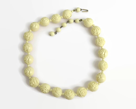 Vintage cream moulded plastic roses beaded necklace, choker style, shepherd's hook, extender chain, Hong Kong, 1950s