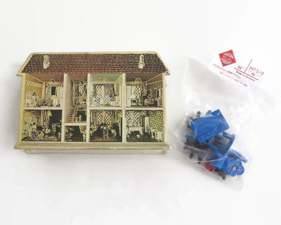 Reisler 3 bears figures in house box, tiny moulded figures, imaginative pretend play, made in Denmark