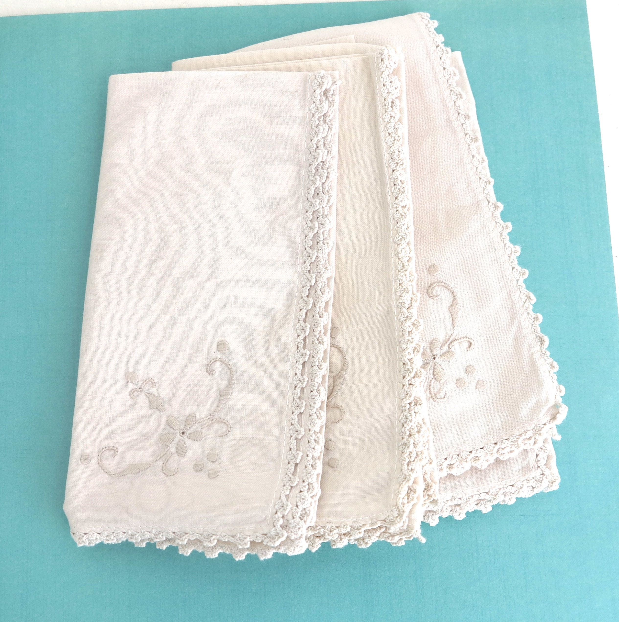 6 Large Ecru Linen Napkins With Embroidered Corner And Crochet Lace