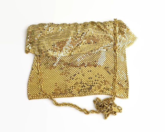 Vintage gold mesh shoulder bag with foldover mesh frill at the top, chunky gold metal chain, Yuewton brand, 1970s