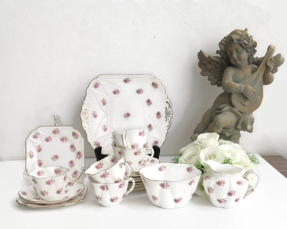 Vintage Shelley Rosebud tea service for 5, white bone china with pink rosebuds and gilt trim, 20 pieces, Dainty shape, No 272101, 1920s